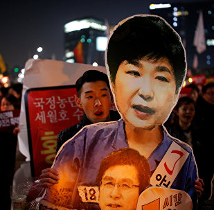 People march toward the Presidential Blue House during a protest demanding South Korean President Park Geun-hye's resignation in Seoul, South Korea, January 7, 2017