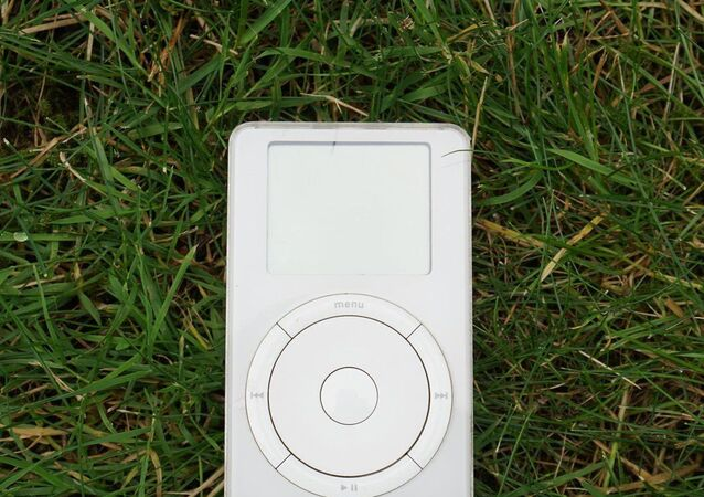 iPod made by Apple (1st gen.)
