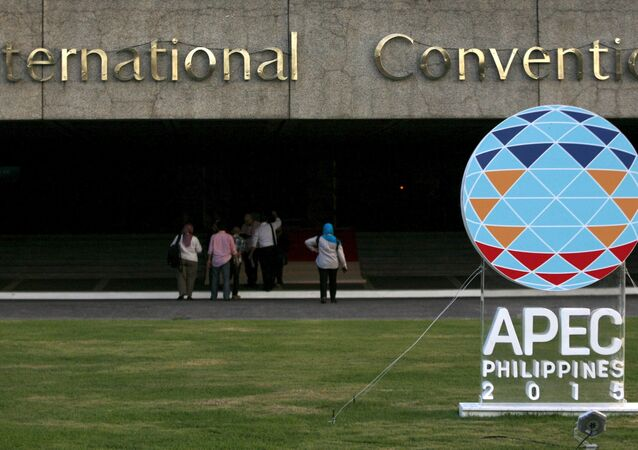 Staff enter the Philippine International Convention Center during a preparation for the summit, at the main venue of the Asia-Pacific Economic Cooperation (APEC) summit, which will be held next week, in Manila November 15, 2015