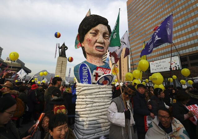 Protesters carry an effigy of South Korea's President Park Geun-Hye during a rally against Park in central Seoul on December 3, 2016